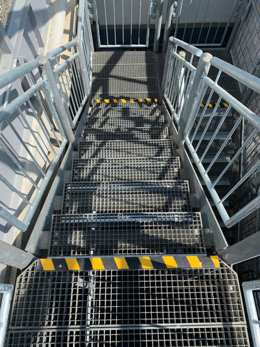 GFK-Treppenkantenprofil